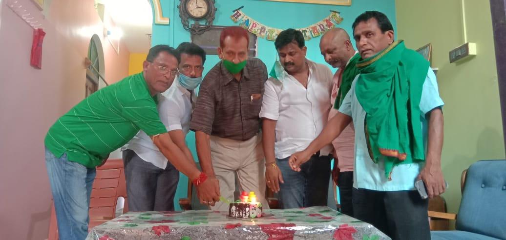 राजद कार्यकर्ताओं ने मनाया पूर्व सांसद जयप्रकाश नारायण यादव का जन्मदिन,