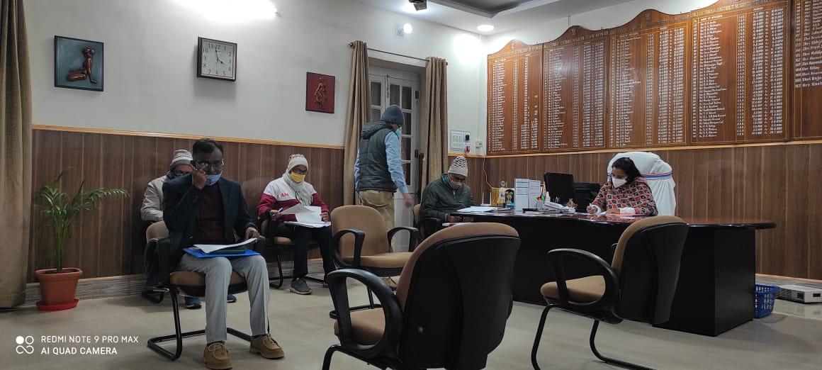 37 पैक्स का निर्वाचन का डीएम ने किया समीक्षा बैठक,15 फरवरी को होगा मतदान,78 हजार मतदाता करेंगे मताधिकार का प्रयोग,194 बूथों पर लगाए जाएंगे 1000 मतदान कर्मी,