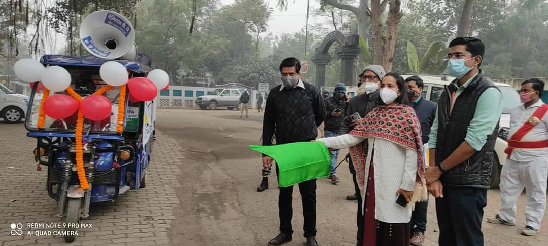 परिवार नियोजन जागरूकता रथ को जिलाधिकारी ने हरी झंडीदिखाकर किया रवाना,जिले के नौ प्रखण्डों के लिए कुल 18 जागरूकता रथ रवाना,