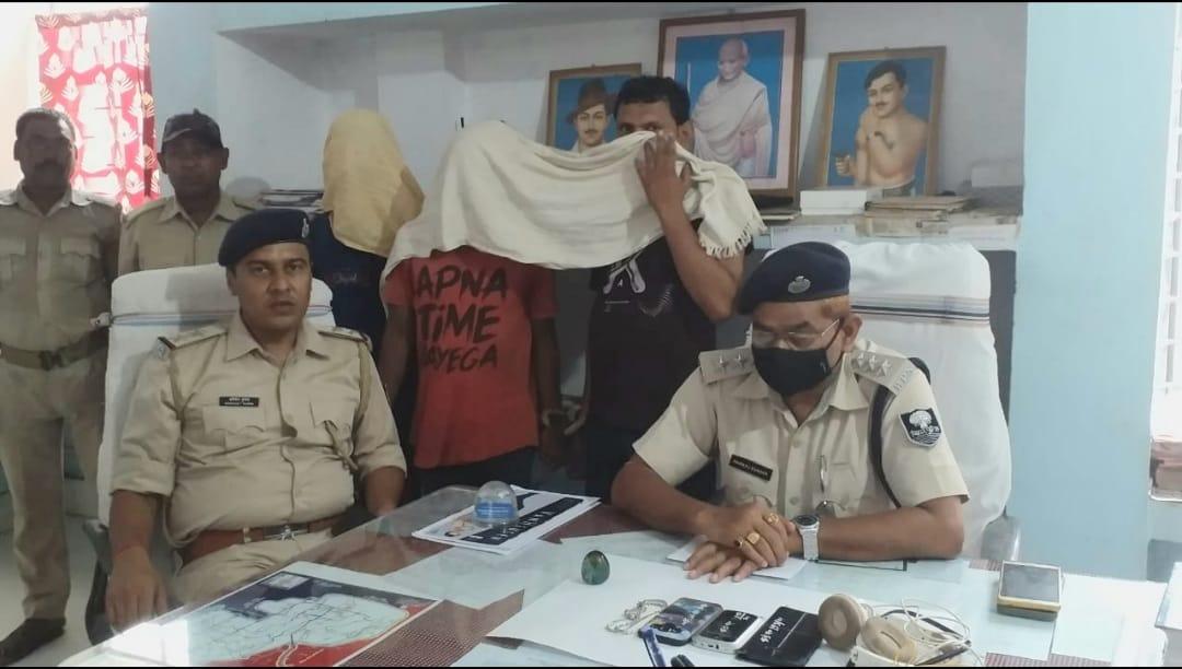 चोरी की घटना का पुलिस ने किया उद्भेदन,चोरी के सामान के साथ तीन गिरफ्तार,