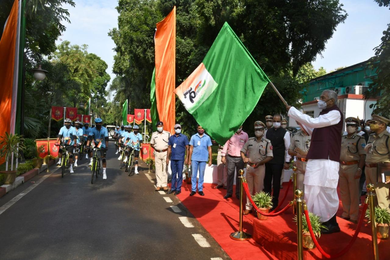 एसएसबी द्वारा आयोजित 'आजादी का अमृत महोत्सव' के तहत 'साइकिल रैली' को बिहार के राज्यपाल फागु चौहान ने किया रवाना,